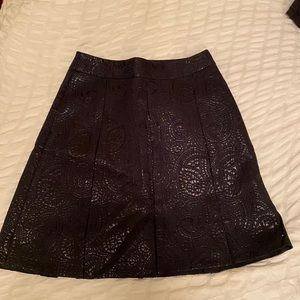 Black texture pattern skirt.